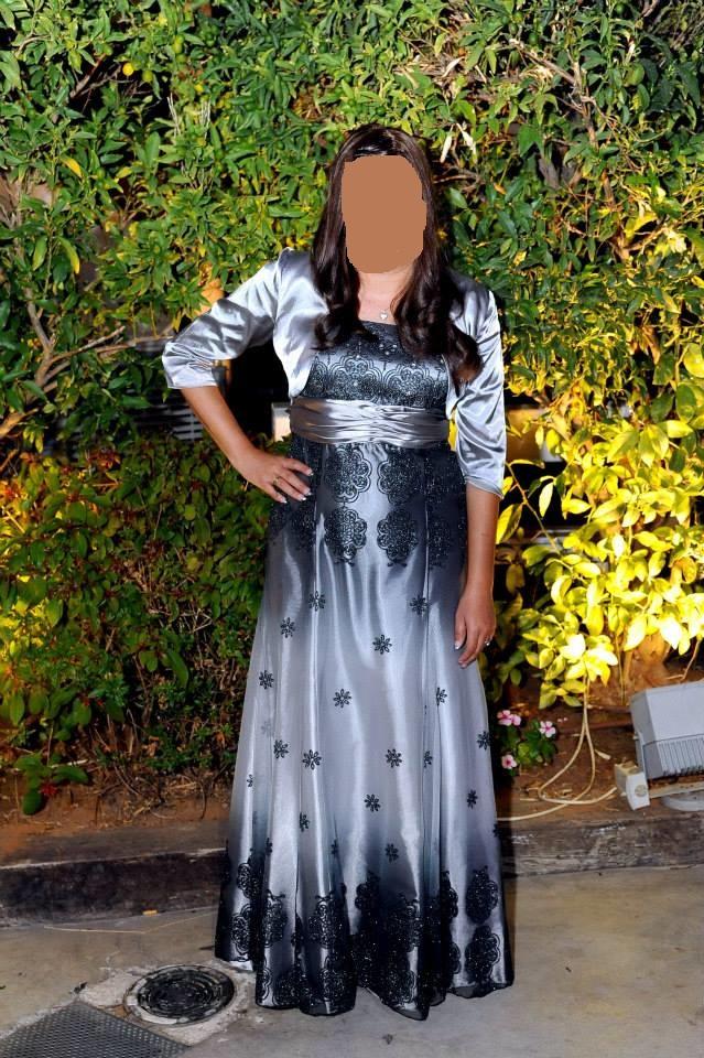 שמלה לאמא של כלה או חתן מהממת כתפיות מגיעה עם שרוולון