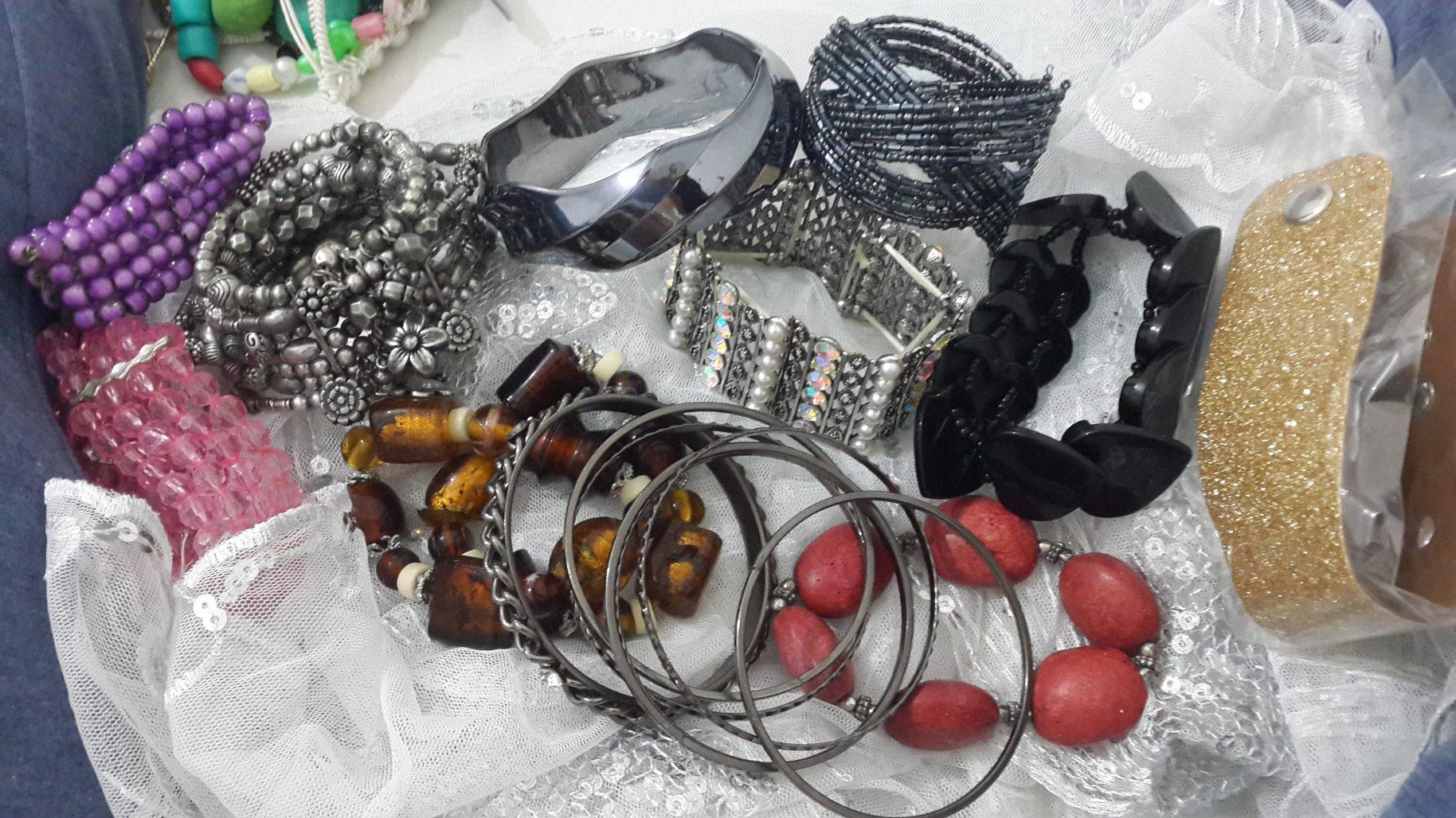 תמונות נוספות של מבחר תכשיטים בזול