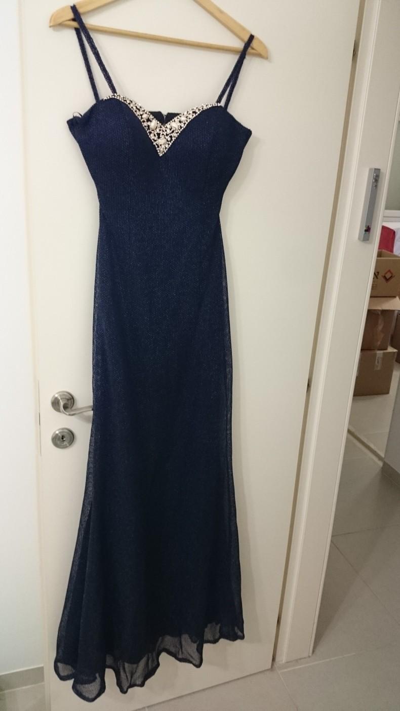 שמלת ערב מהממת בצבע כחול נייבי