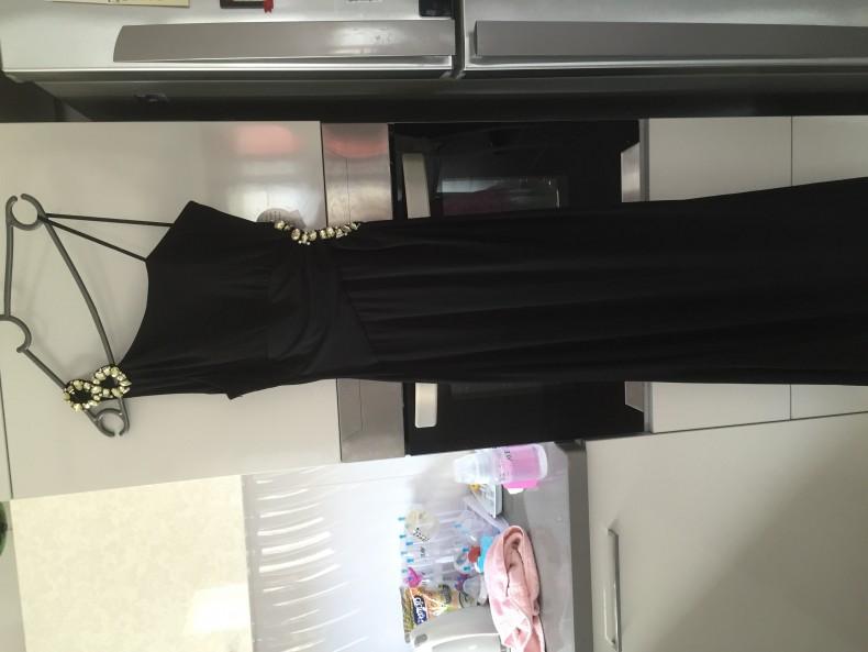 שמלת ערב שחורה חדשה