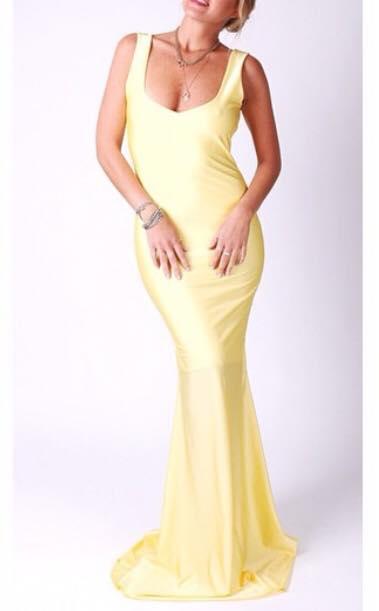 תמונות נוספות של שמלת ערב מקסי צהובה של המעצבת Lian