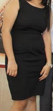 שמלת ערב בצבע שחור.