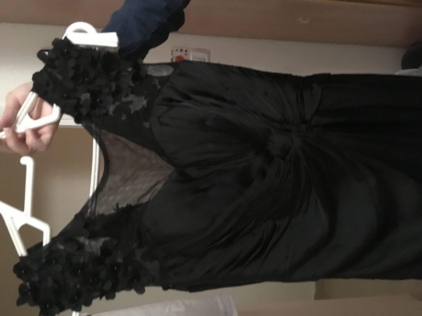 תמונות נוספות של שמלה שחורה מעוצבת