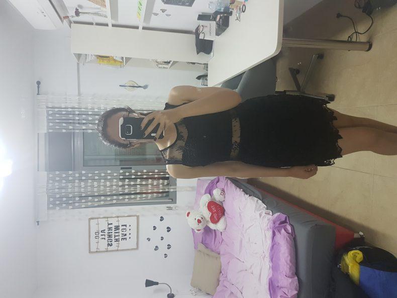 שמלת ערב שחורה ומדהימה