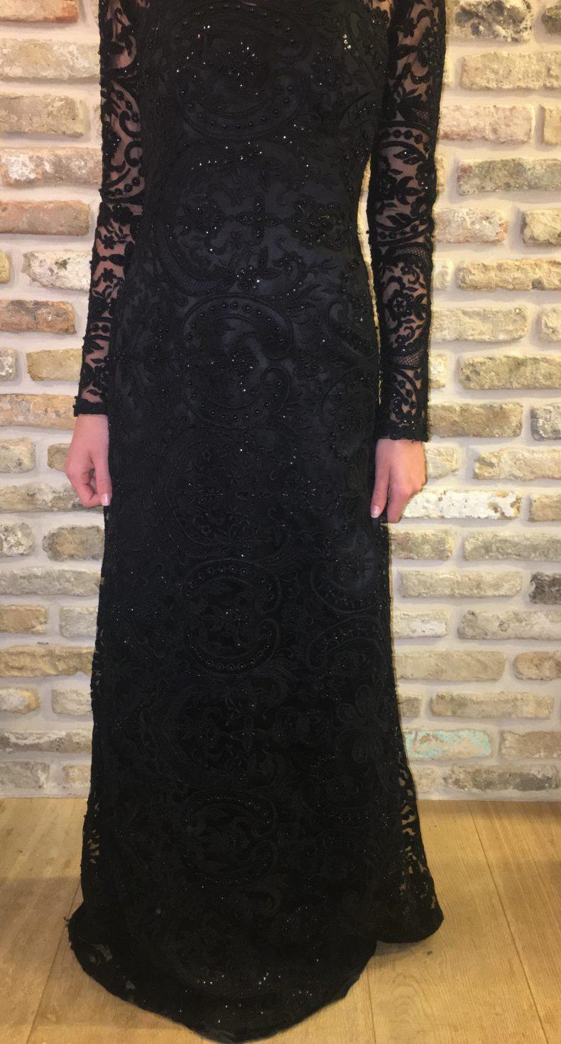 שמלת ערב שחורה ומיוחדת