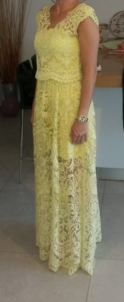 שמלת תחרה משובצת אבנים