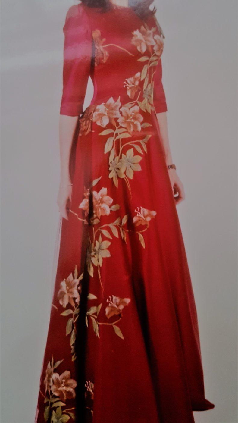 שמלה בתפירת עילית