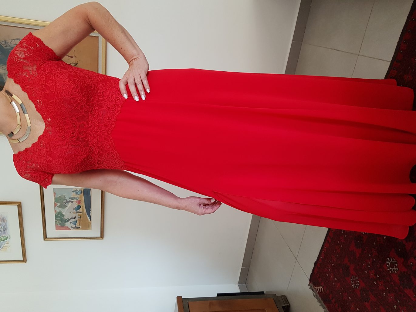 תמונות נוספות של שמלת ערב איכותית בצבע אדום. עליון תחרה.