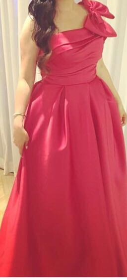 שמלה בעיצוב איישי