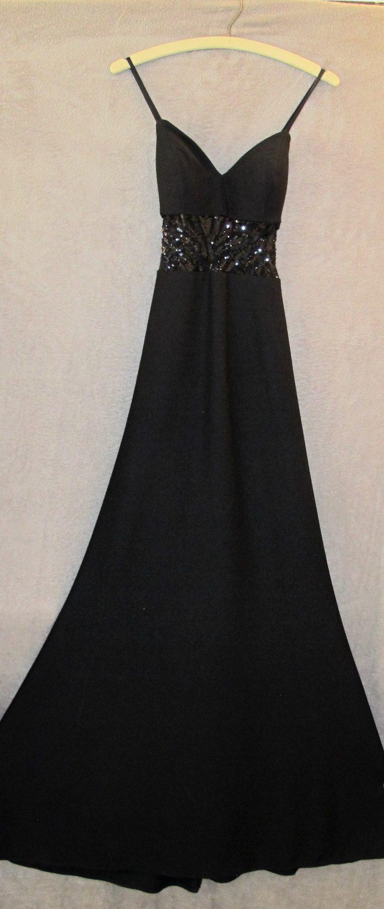 שמלת ערב ארוכה עם גב חשוף