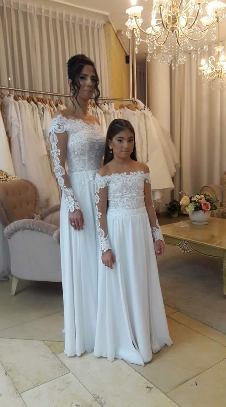 מכירה/השכרת 2 שמלות לאמא ובת