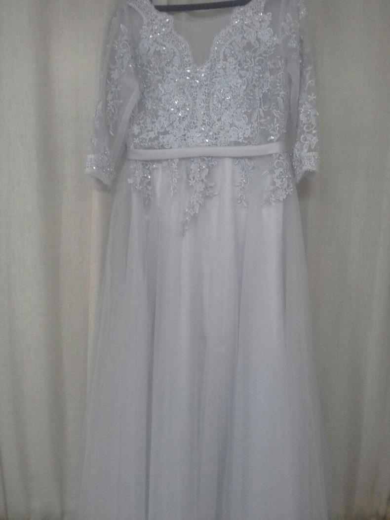 שמלת תחרה אפורה