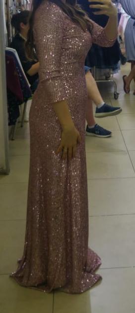 שמלה בגוון ורוד עם פייטים
